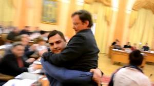 Сашу Боровика вынесли из зала Одесского горсовета с цветами, как Яценюка