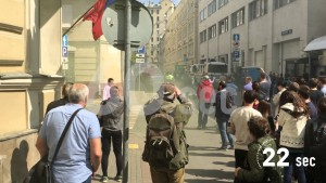 Посольство Украины в России забросали файерами.