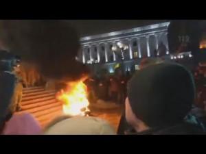 На Майдане снова горят шины!